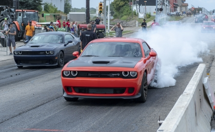 Owner of Dodge Challenger has stopped for 320 km / h