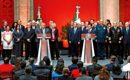 Peña Nieto and AMLO formalize government transition