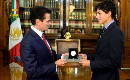 Mexican dancer Isaac Hernández awarded with Bellas Artes Medal