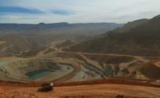 Workers fear to leave mine over drug cartel threats