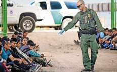 Mexico presents a development plan for Central America that could reduce migration