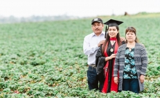 U.S. College grad poses with Mexican parents to honor their sacrifice