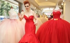 Mexican top model poses as living mannequin