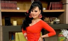 Maribel Guardia impacta en mini bikini