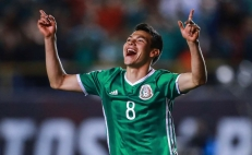 """Mexican soccer player """"Chucky"""" Lozano to sign with Napoli"""