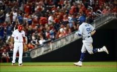 Turner y Dodgers arrollan a Nationals y toman ventaja en la serie