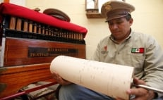 Mexico City's organ grinders and their fading tune