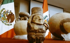 Mexico returns archeological artifacts to Peru