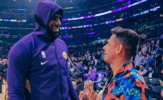 'Chicharito' Hernández se encuentra con LeBron James en el Staples Center
