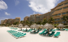 Coronavirus keeps Spring Break from blooming as Mexico's tourism industry declines