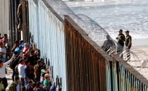 Central American migrants arrive at U.S.-Mexico border