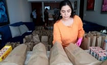 Mexicans give thank-you meal kits to healthcare workers fighting COVID-19