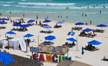 Mexico to fine people who block beach access