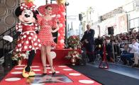 Katy Perry acompaña a Minnie Mouse a develar su estrella en Hollywood