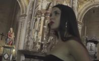 "Denuncian a cantantes ""feministas"" de trap por video en catedral antigua"