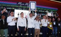 Oaxaca gana récord Guinness por exhibir mayor número de botellas de mezcal