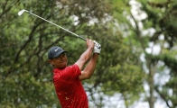 Tiger Woods en un campo de golf