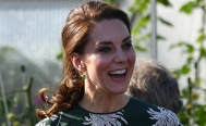 Kate Middleton usa estampados floreados para lucir impecable