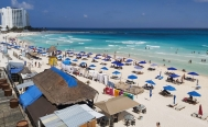 Mexico resumes tourism in Cancún despite surge in coronavirus cases