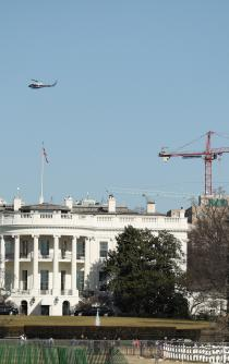 Greenpeace protesta en el cielo de Washington contra Trump