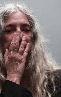 Me avergüenza en lo que EU se ha convertido: Patti Smith