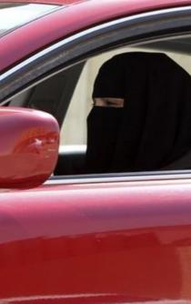 Saudi King Salman lifts driving ban on women