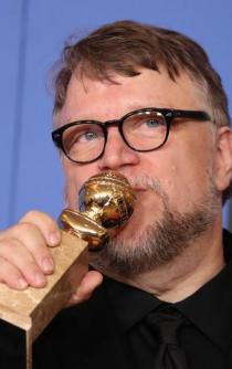 Del Toro wins at the Golden Globes