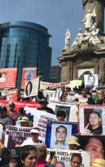 Mothers of missing people in Mexico protest in Reforma