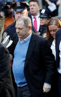 Harvey Weinstein se entrega en NY por investigación de abuso sexual