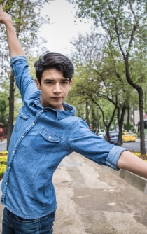 Young dancer from Jalisco shoots for the stars