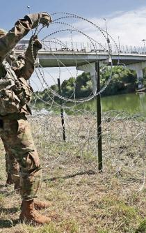 U.S. government deploys 7,000 troops in Mexico border