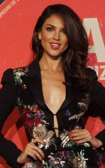Eiza González forgets the cold and warms the nights