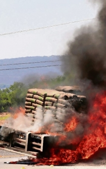 Cartel pays civilians MXN $1,000 to fight federal forces