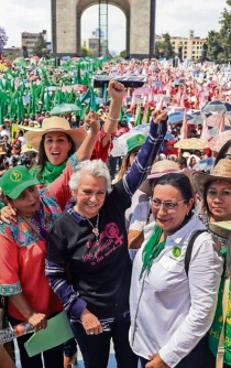 8,000 women protest against gender violence in Mexico