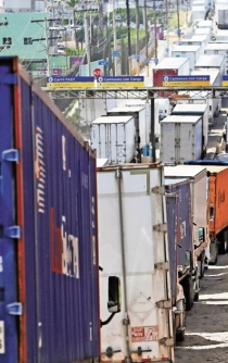 Delays at US-Mexico border cause multi-million dollar losses for both countries