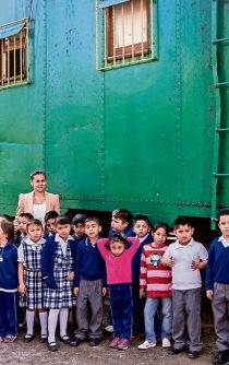 """Mexico City's """"School-Wagon"""" offers education to poor children"""