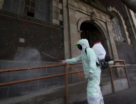 COVID-19: The anonymous heroes disinfecting Mexico City streets