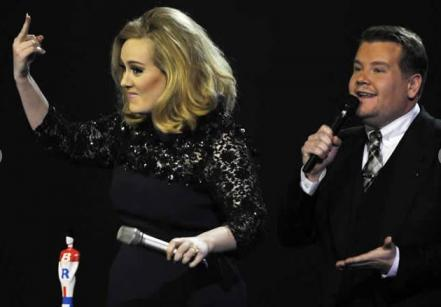 adele_dedo_brit_awards.jpg
