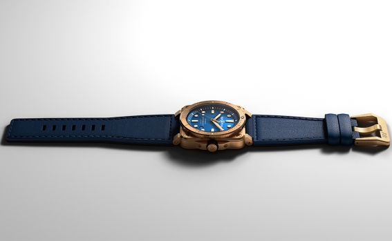 br03-92_diver_bronze_navy_blue_right.jpg