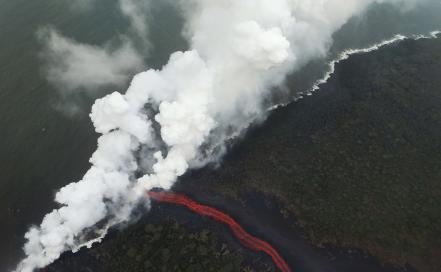 us-hawaiis-kilauea-volcano-erupts-forcing-evacuations_60857553.jpg