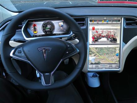 tesla_model_s_digital_panels.jpg