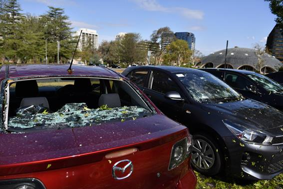 aftermath_of_a_hail_storm_in_canberra_109393496.jpg