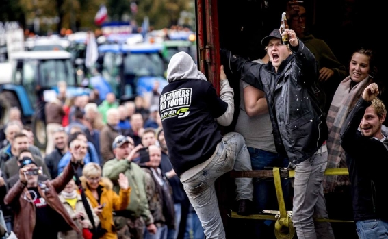 dutch_farmers_protest_against_nitrogen_policy_rules_105726863.jpg