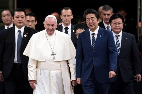 pope_francis_visits_japan_107415155.jpg