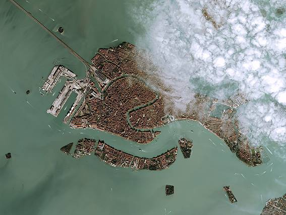 topshot-italy-venice-flood-space_107147626.jpg