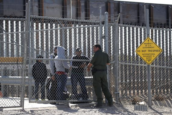 us-president-trump-threatens-to-close-the-southern-border-with-m_91614142.jpg