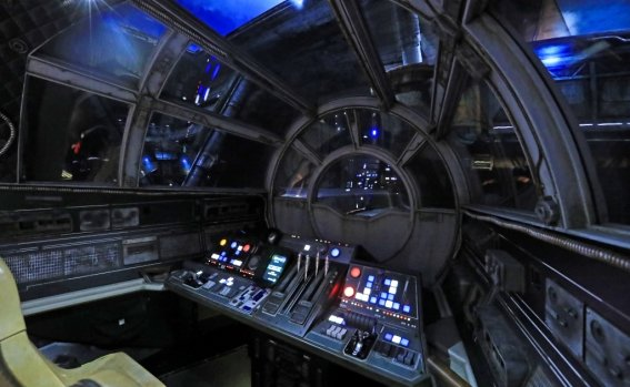star_wars_galaxy_edge-orlando-disney_world_3.jpg