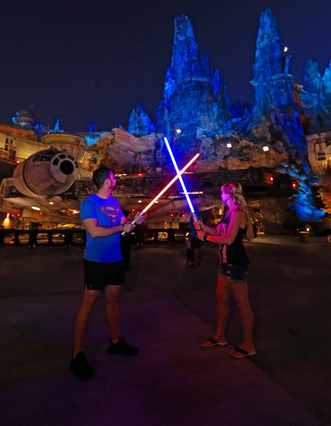 star_wars_galaxy_edge-orlando-disney_world_9.jpg