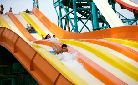 destinos-parques_acuaticos-six_flags_hurricane_harbor2.jpg